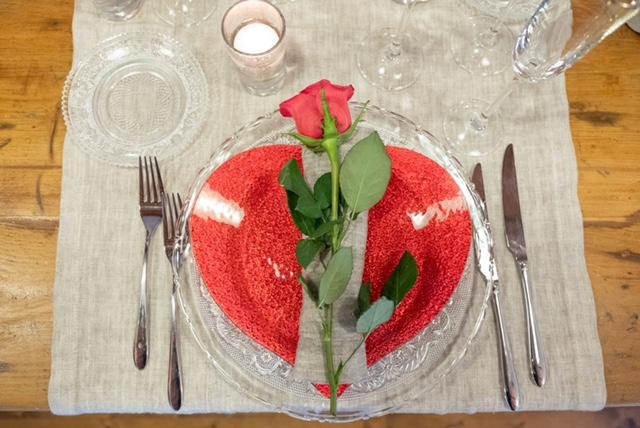 San Valentino 2021: cena a domicilio con rose senza spine